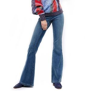 FREE PEOPLE Blue Wash Penny Flare Pull On Jeans!
